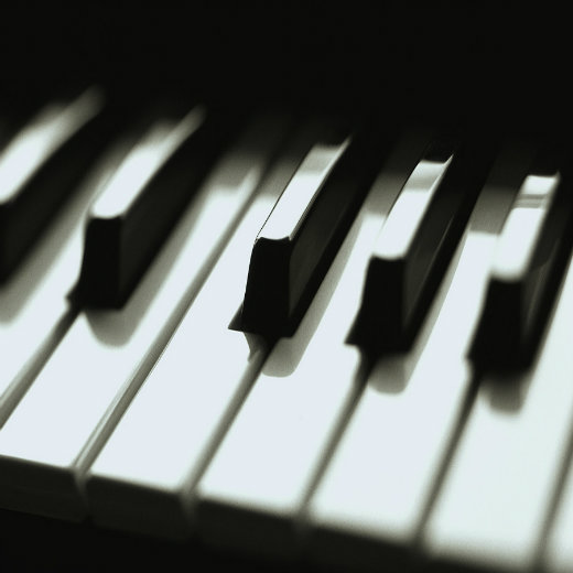 stockphoto_black_and_white_piano